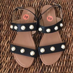 Cute flat sandals with faux pearls  by Yoki